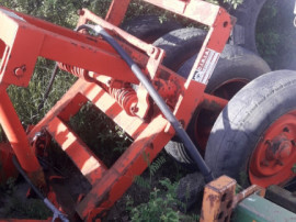 Dispozitiv de ficat un fata la tractor