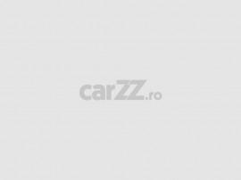 Camion platforma cu macara