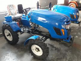 Tractor agricol de 18 cp cu plug si freza