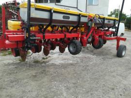 Semanatoare precizie 8 rânduri cu fertilizare Matermacc
