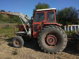 Tractor cu incarcator frontal 65 cai