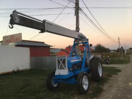 Tractor cu încărcător