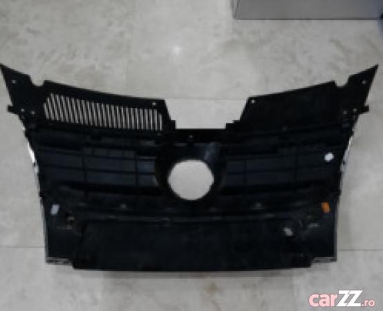 Grilă radiator VW Passat B6 Grilă radiator VW Passat B6 2010 . Oferit de Persoană fizică.